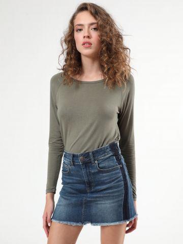חצאית ג'ינס מיני עם פסים כהים בצדדים