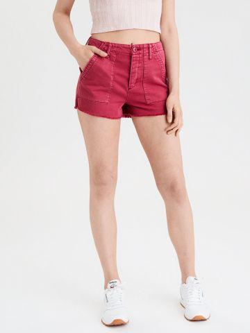 מכנסיים קצרים עם ווש וסיומת פרומה