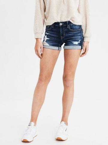 ג'ינס קצר בשטיפה כהה עם קרעים