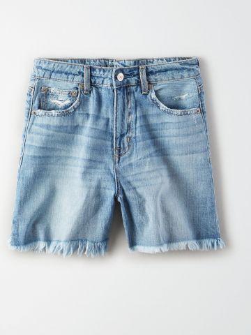 ג'ינס קצר בשטיפה בהירה עם פרנזים / נשים