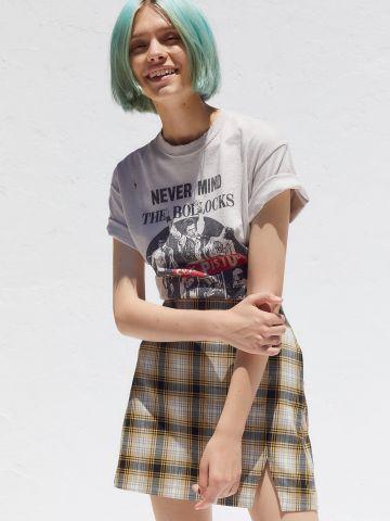 חצאית מיני בהדפס משבצות עם שסע UO