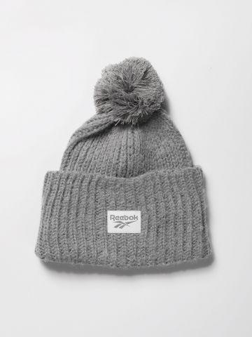 כובע גרב לוגו סרוג בעיטור פונפון