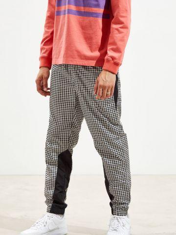 מכנסי ניילון ארוכים בהדפס משבצות UO