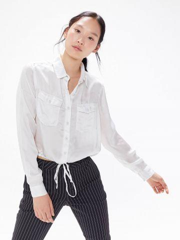 חולצה מכופתרת עם שרוכי קשירה UO
