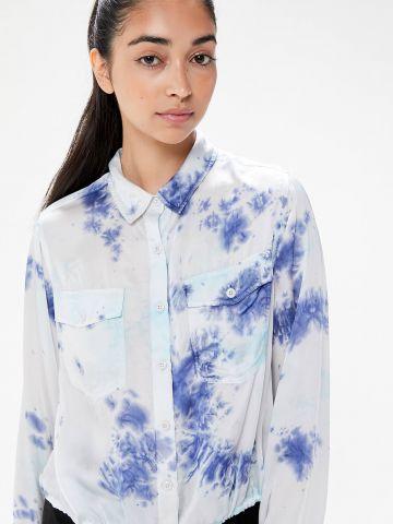 חולצת טאי דאי מכופתרת עם שרוכי קשירה UO