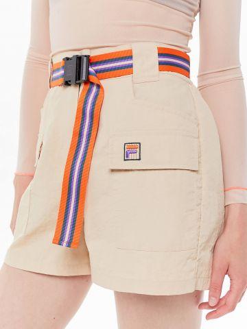 מכנסי ניילון קצרים עם חגורת אבזם FILA X UO