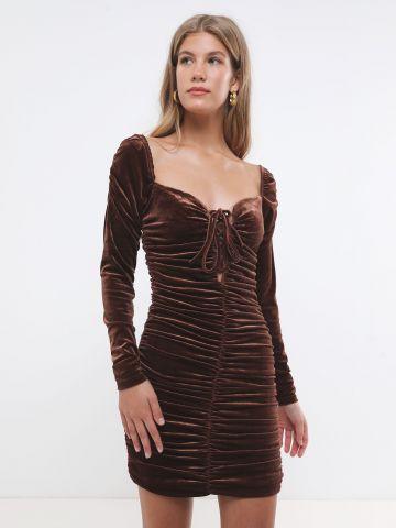 שמלת קטיפה מיני עם קפלים