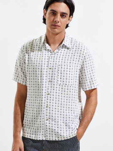 חולצה מכופתרת עם שרוולים קצרים UO