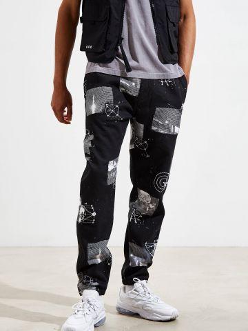 מכנסי טרנינג בהדפס חלליות UO