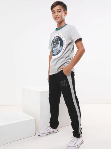 מכנסי טרנינג לוגו עם סטריפים