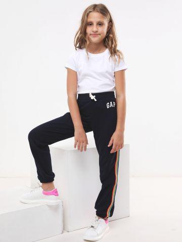 מכנסי טרנינג ארוכים עם סטריפים ולוגו