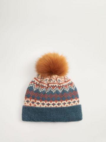 כובע גרב סרוג עם פונפון