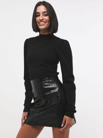 חצאית מיני דמוי עור קרוקודיל בגימור מבריק