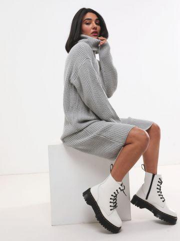 שמלת סוודר צ'אנקי עם צווארון גולף