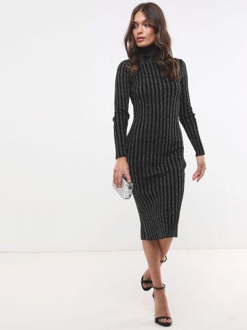 שמלת סוודר מנצנצת עם צווארון גולף