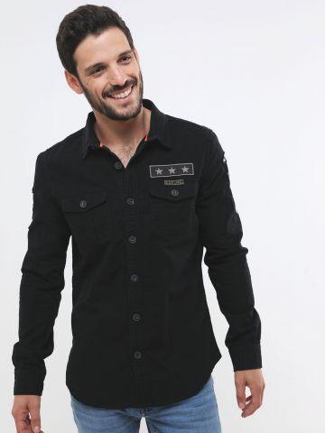 חולצה מכופתרת עם פאצ'ים לוגו