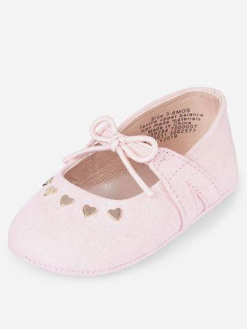 נעלי בובה עם עיטורי לבבות מטאליים / בייבי בנות