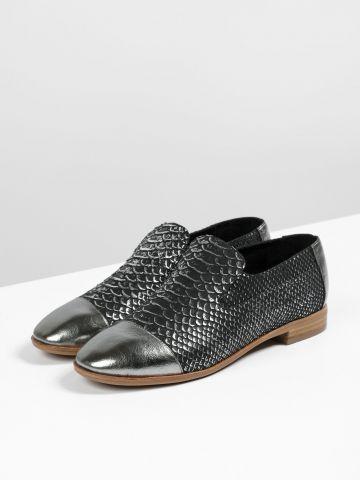 נעלי מוקסין עור בטקסטורת קשקשים מטאלית