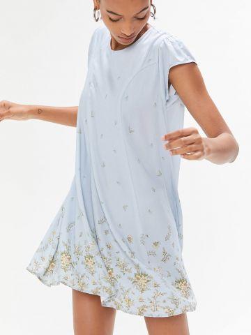 שמלת מיני בהדפס פרחים UO