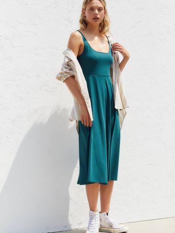 שמלת מידי עם סיומת מתרחבת UO