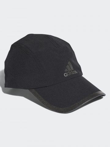 כובע מצחייה עם לוגו וסיומת מודגשת