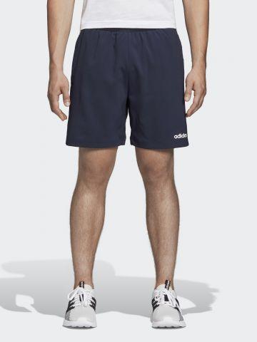 מכנסי אימון קצרים עם סטריפים ולוגו