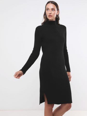 שמלת מידי סרוגה צווארון גבוה