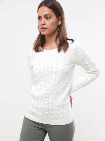 סוודר סרוג בסגנון קלוע
