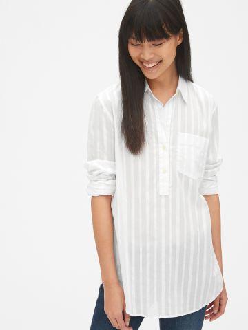 חולצה בדוגמת פסים עם כפתורים וכיס