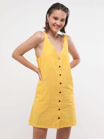 שמלת מיני עם כפתורים וסיומת פרומה