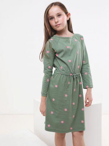 שמלה בהדפס כוכבים עם שרוולים ארוכים