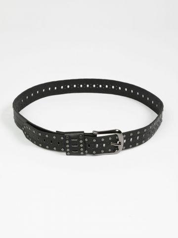 חגורת דמוי עור בעיטור ניטים / נשים
