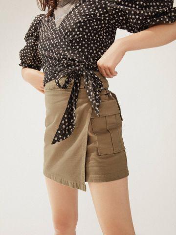 חצאית מעטפת מיני עם אבזם UO