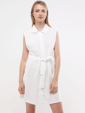 שמלת מיני עם כפתורים וקשירה במותן