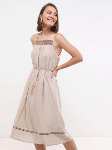 שמלת מידי עם עיטורי רקמה