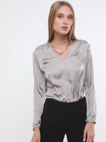 חולצת סאטן עם שרוולים ארוכים