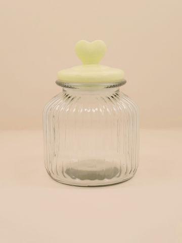 צנצנת זכוכית עם מכסה לב