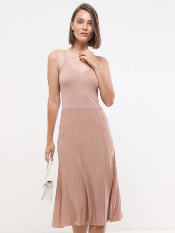 שמלת סריג מידי בשילוב פסים