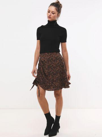 חצאית מיני בהדפס מנומר עם כיווץ