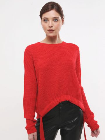 סוודר עם סיומת אסימטרית בשילוב שרוכים