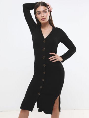 שמלת מידי סרוגה עם כפתורים