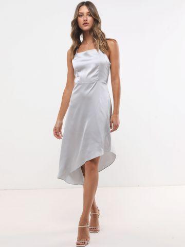 שמלת סאטן עם סיומת אסימטרית