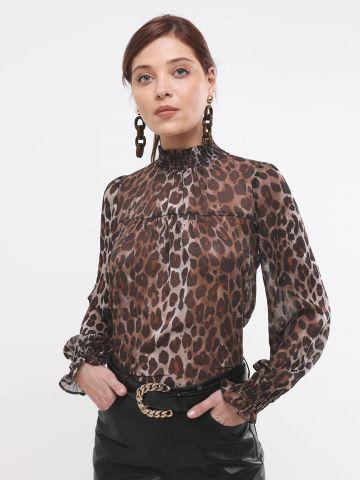 חולצה בהדפס מנומר עם צווארון גבוה