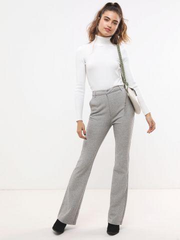 מכנסיים מחויטים עם סיומת מתרחבת