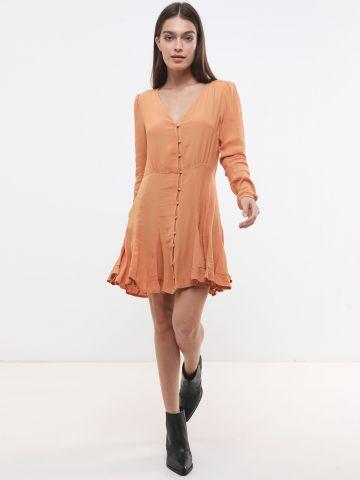 שמלת מיני עם כפתורים וקפלים דקורטיבים
