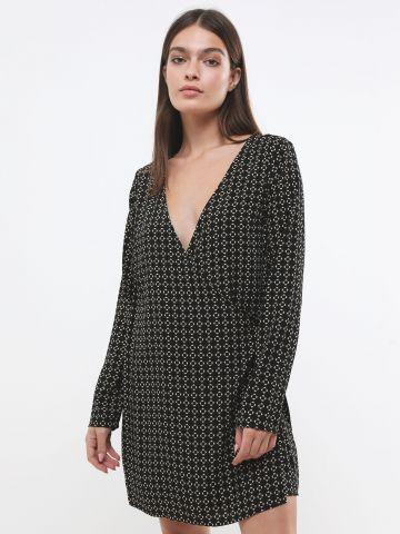 שמלת מעטפת מיני בהדפס מעויינים