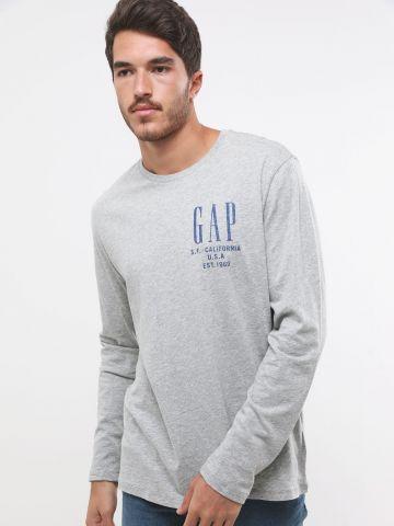 טי שירט שרוולים ארוכים עם הדפס לוגו של GAP