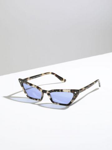 משקפי שמש עיני חתול עם מסגרת פלסטיק בשילוב אבנים Gigi Hadid X
