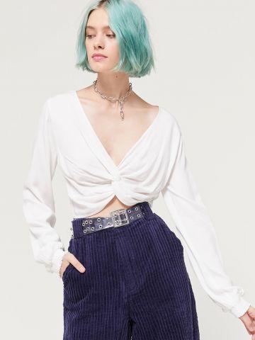 חולצת קרופ עם טוויסט UO