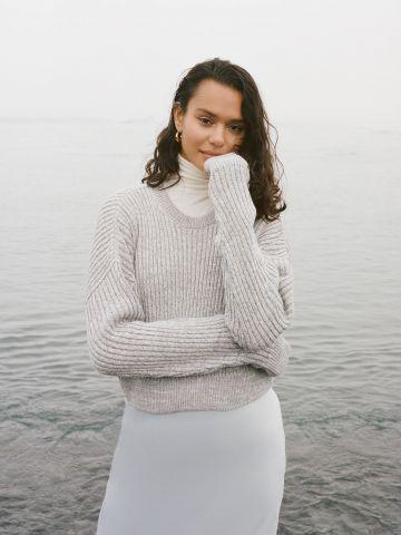 סוודר קרופ בטקסטורת ריב UO